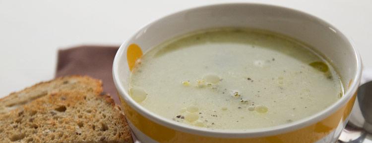 Zupa brokułowa z grzankami przepis
