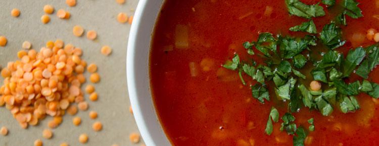 Zupa pomidorowa z chilli i soczewicą