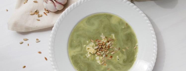 Zupa szpinakowa z kluseczkami i słoneczniikiem