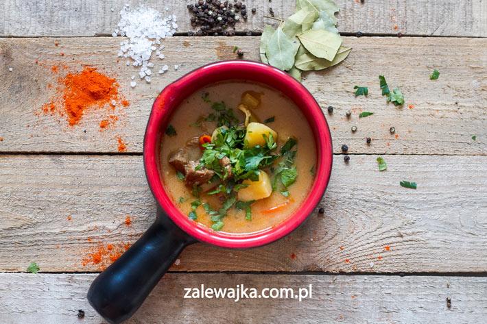 Zupa gulaszowa z papryką przepis