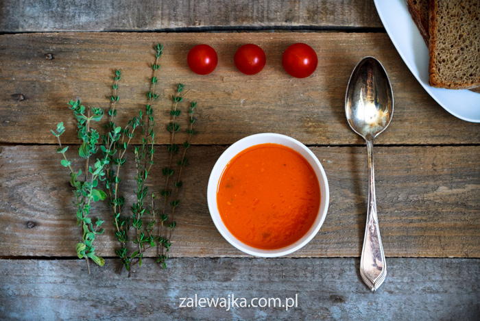 Aromatyczna Zupa pomidorowo-pomidorowa z tymiankiem i oregano