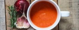 Zupa krem z pieczonych pomidorów, papryki i cebul