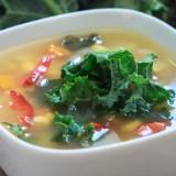 Zupa kukurydziana z jarmużem i marchewką