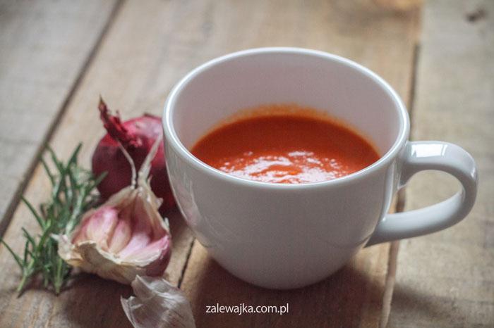 Zupa-krem z pieczonych pomidorów, papryki i cebuli